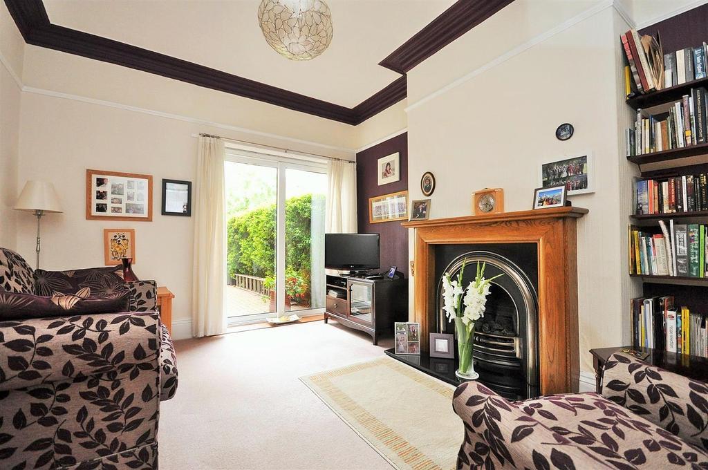 5 Bedrooms Terraced House for sale in Stockton Lane, York, YO31 1EY