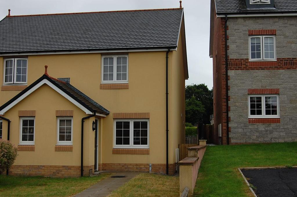 2 Bedrooms Semi Detached House for sale in Parc Yr Hendre, Tycroes, Ammanford