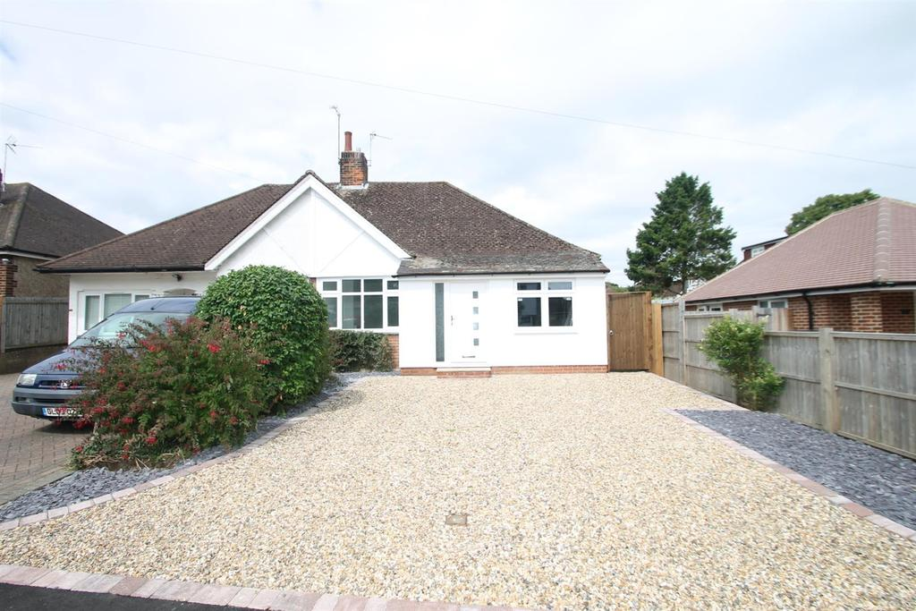 3 Bedrooms Bungalow for sale in Woodland Way, Penenden Heath, Maidstone