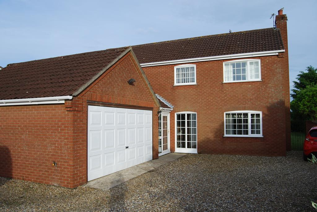 4 Bedrooms Detached House for sale in Market Street, Shipdham IP25