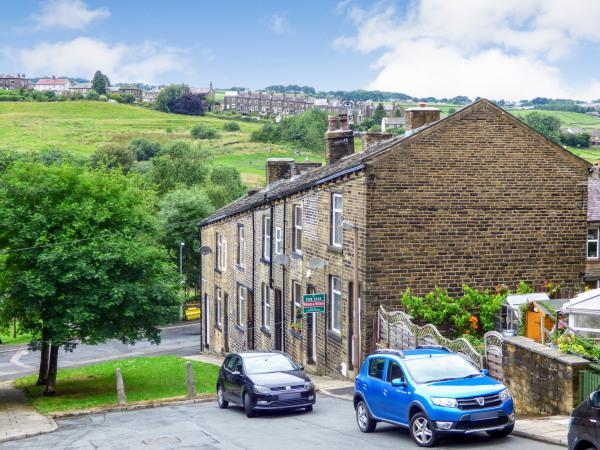 2 Bedrooms End Of Terrace House for sale in 11 Apsley Street, Haworth BD22 8LN