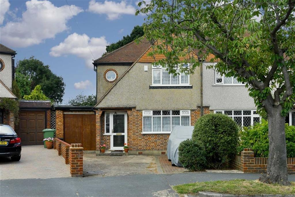 3 Bedrooms Semi Detached House for sale in Elmwood Drive, Ewell, Surrey