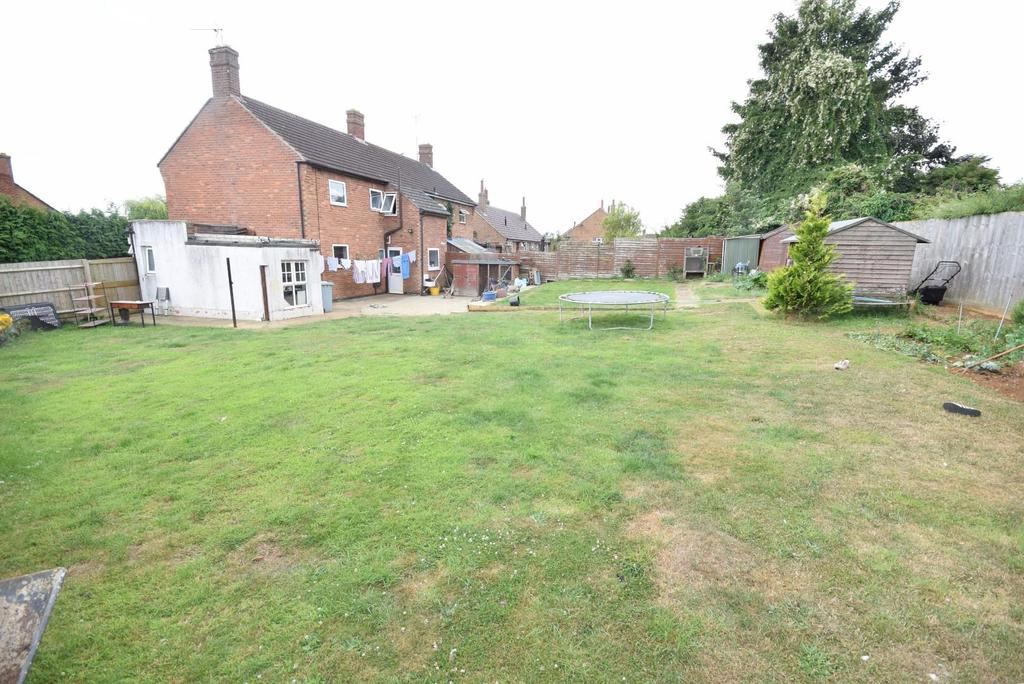 3 Bedrooms Semi Detached House for sale in Elizabeth Road, Rothwell