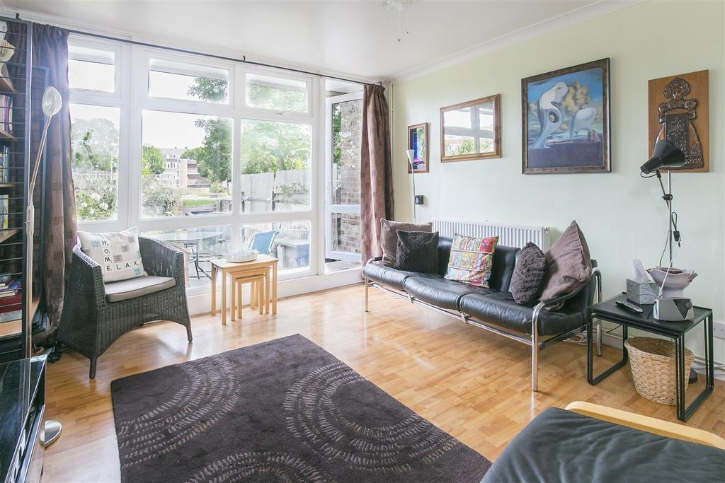 3 Bedrooms Flat for sale in Carey Gardens, Battersea, SW8