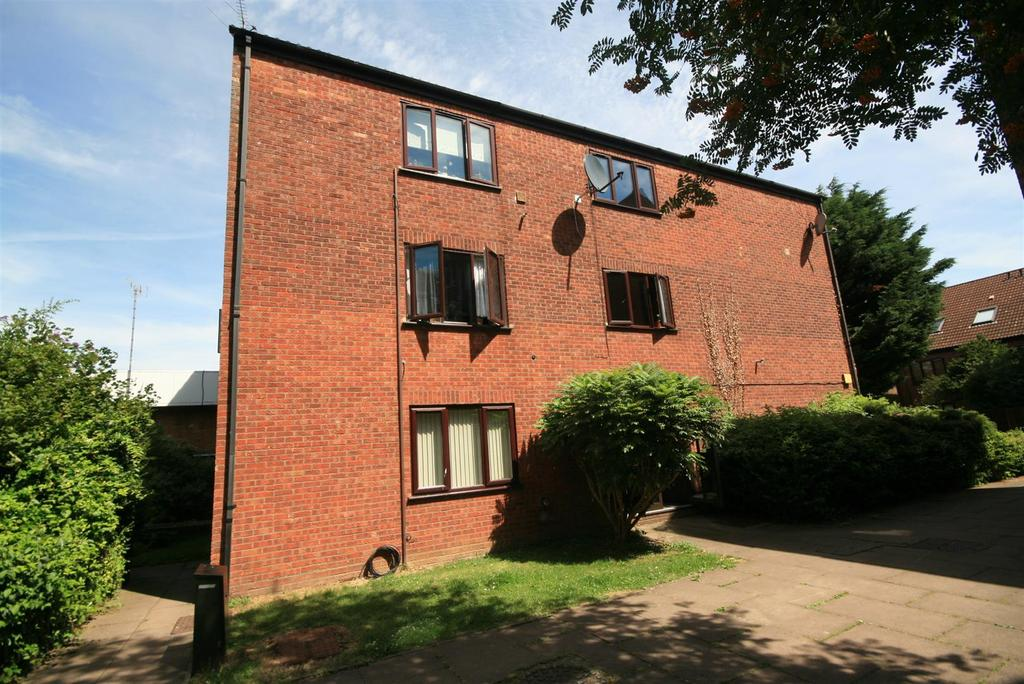 1 Bedroom Flat for sale in Chilworth Gate, Silverfield, Broxbourne