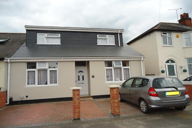 4 Bedrooms Semi Detached House for sale in Huntingdon Road, off Gipsy Lane, Leicester, LE4