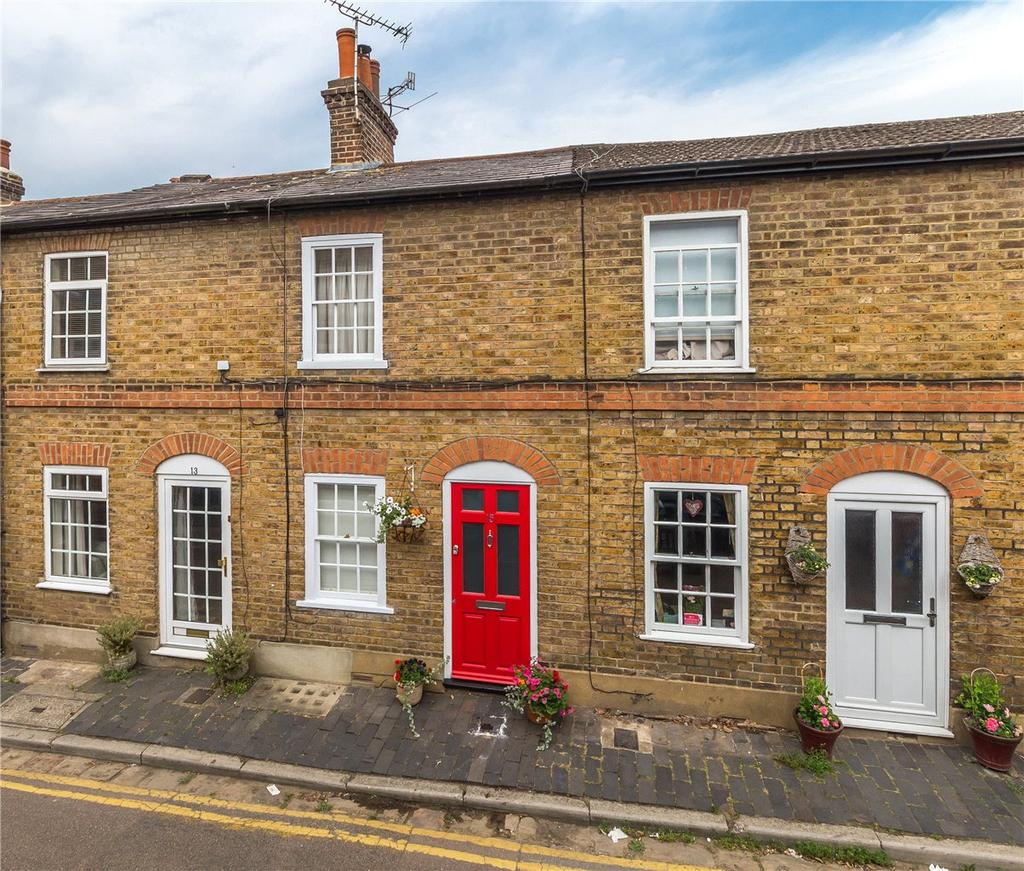 2 Bedrooms Terraced House for sale in College Place, St. Albans, Hertfordshire
