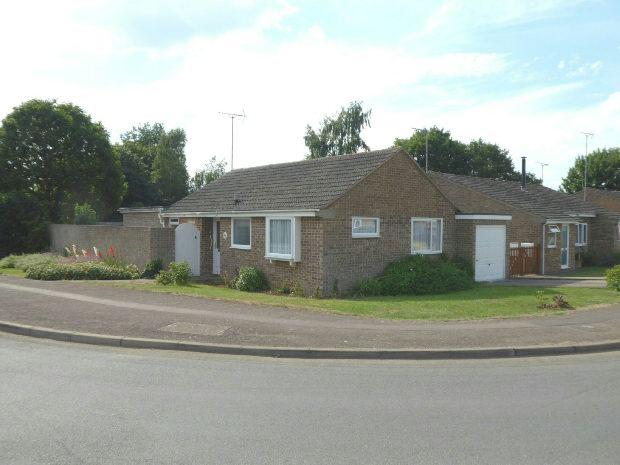 2 Bedrooms Detached Bungalow for sale in Hampton Drive, Kings Sutton