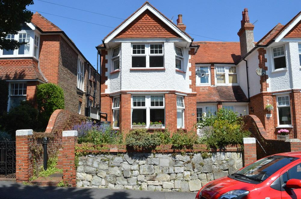 4 Bedrooms Semi Detached House for sale in Mountney Road, Eastbourne BN21
