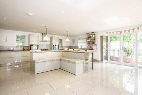 5 bedroom detached house for sale - Harborough Road North, Northampton, Northamptonshire, NN2