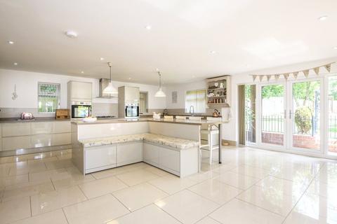 5 bedroom detached house for sale - Harborough Road North, Northampton, Northamptonshire, NN2