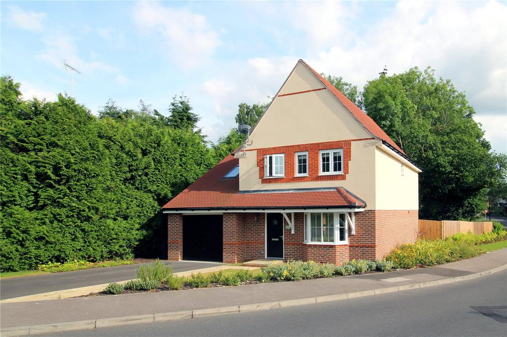 5 Bedrooms Detached House for sale in Greenhurst Drive, East Grinstead, West Sussex
