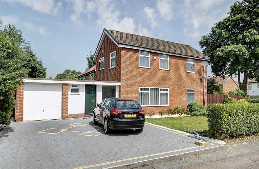 3 Bedrooms Detached House for sale in Fairwood Road, Brooklands