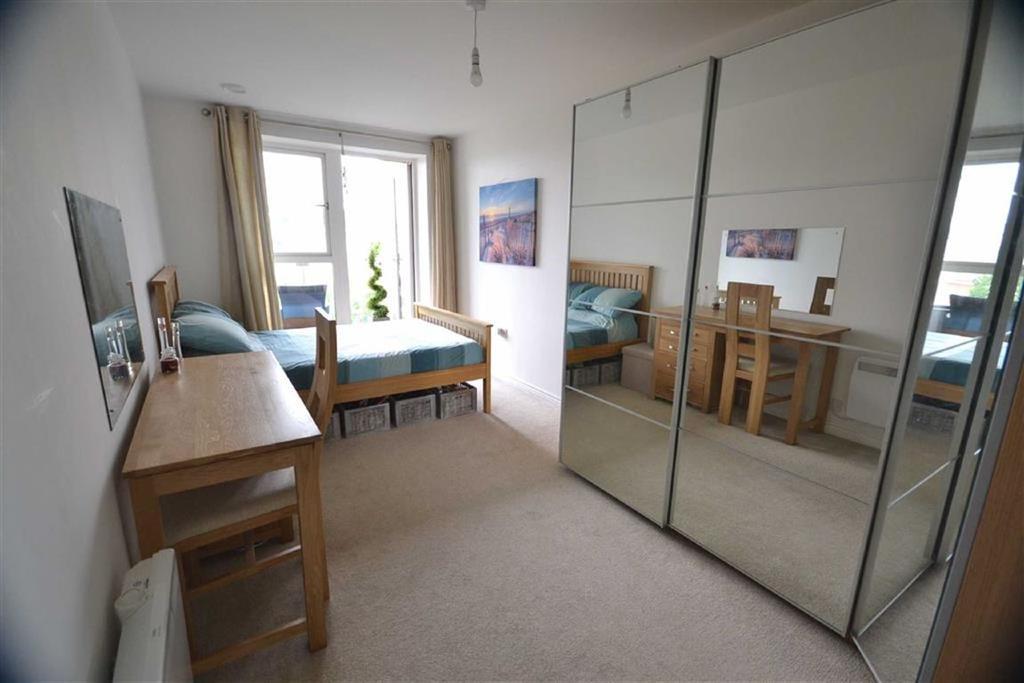 1 Bedroom Flat for sale in Gemini Park, Borehamwood