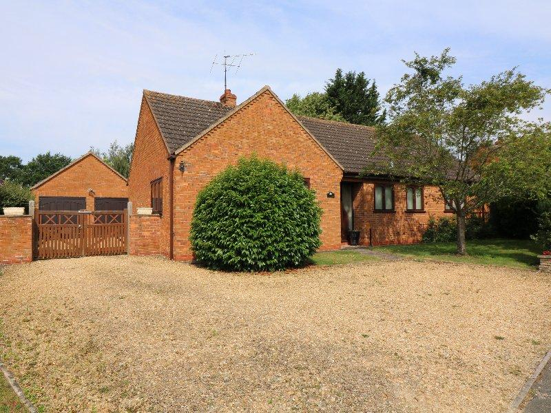 3 Bedrooms Detached Bungalow for sale in 6 Boxtree Close, Defford Near Pershore WR8