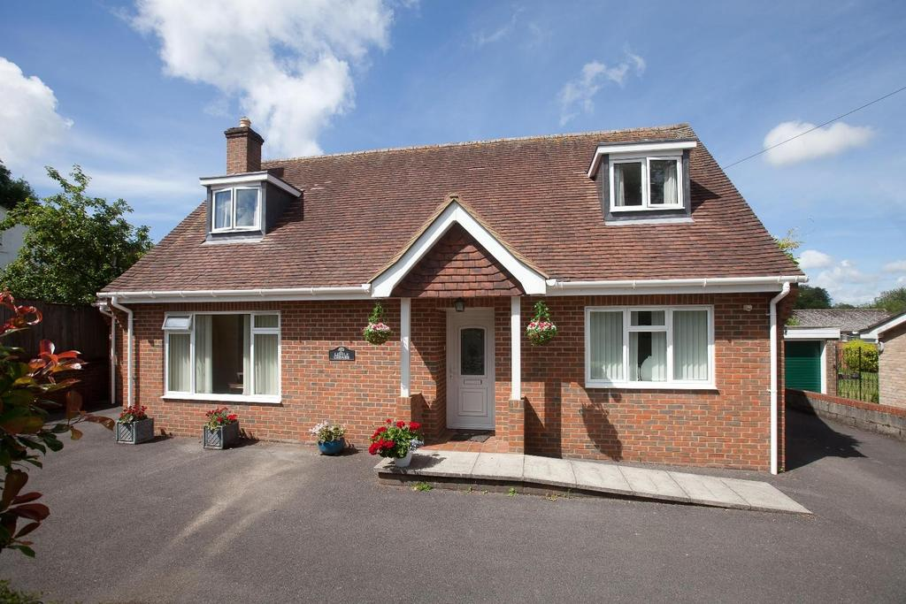 4 Bedrooms Detached House for sale in Winterslow