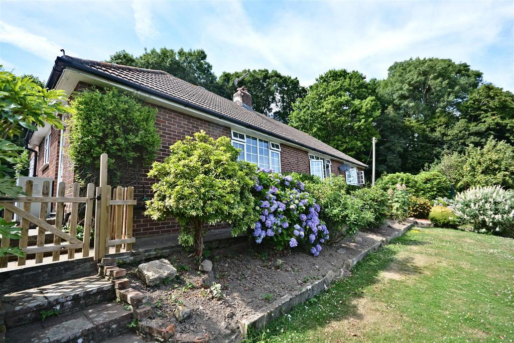 3 Bedrooms Detached Bungalow for sale in Crowhurst, Battle