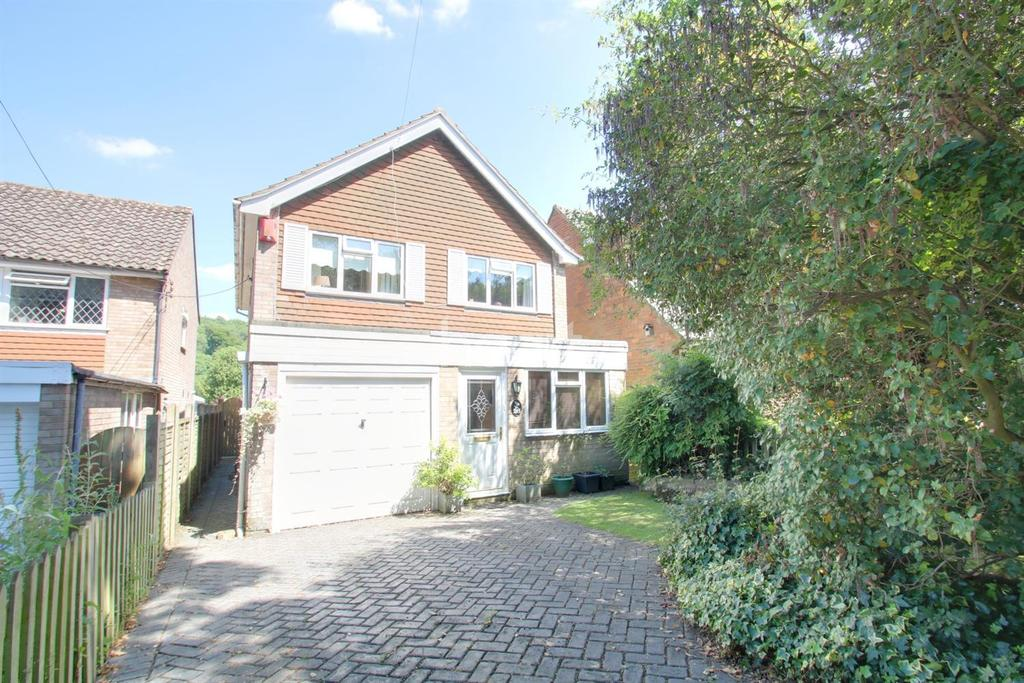 3 Bedrooms Detached House for sale in Oaklands Lane, Biggin Hill
