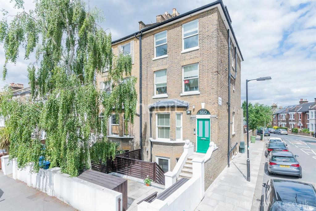 2 Bedrooms Flat for sale in Underhill Road, East Dulwich, London, SE22