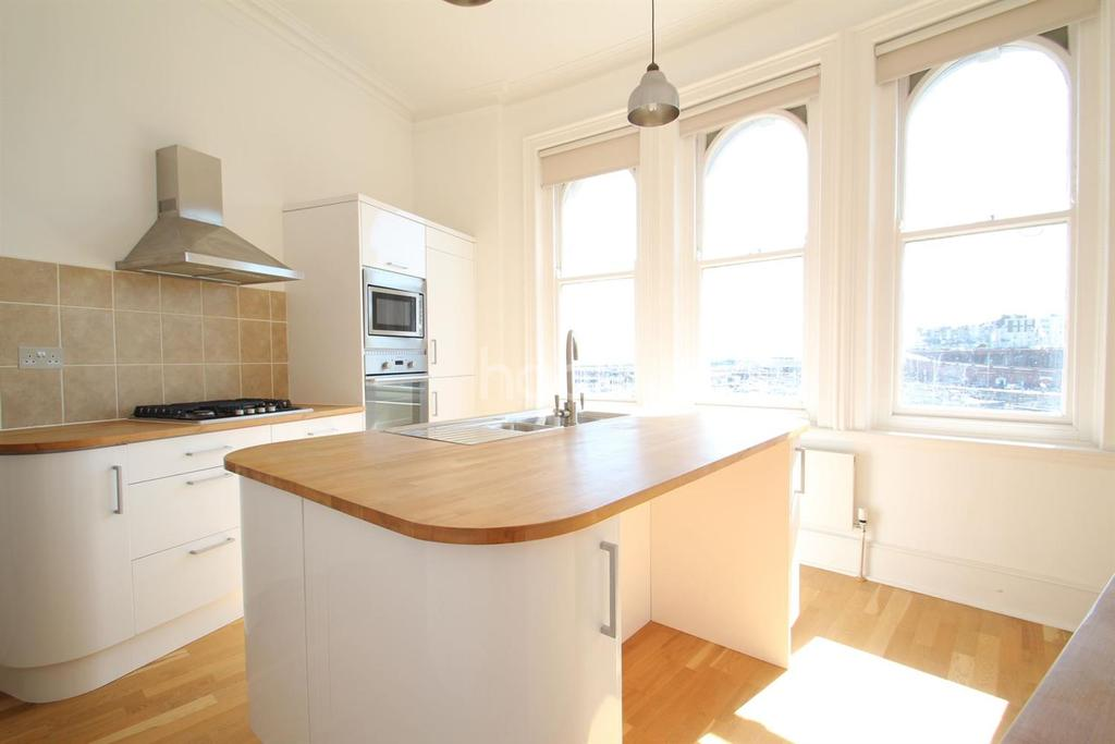 3 Bedrooms Flat for sale in Harbour Pardade, Ramsgate, CT11