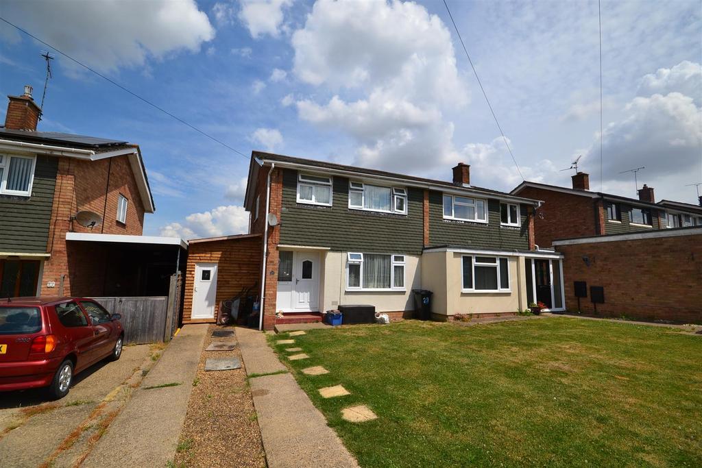 3 Bedrooms Semi Detached House for sale in Hillside Road, Southminster