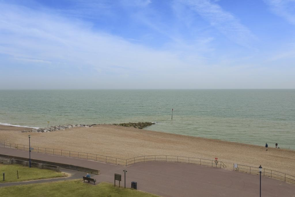 2 Bedrooms Apartment Flat for sale in Marine Parade, Hythe, CT21
