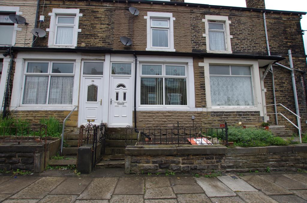4 Bedrooms Terraced House for sale in FARFIELD TERRACE, BRADFORD, WEST YORKSHIRE, BD9 5AN