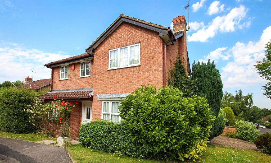 4 Bedrooms Detached House for sale in Marlow Drive, Haywards Heath