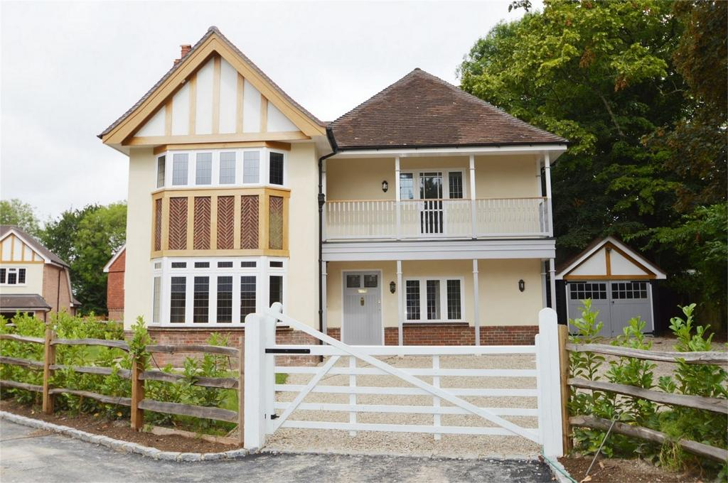 4 Bedrooms Detached House for sale in Kings Road, ALTON, Hampshire