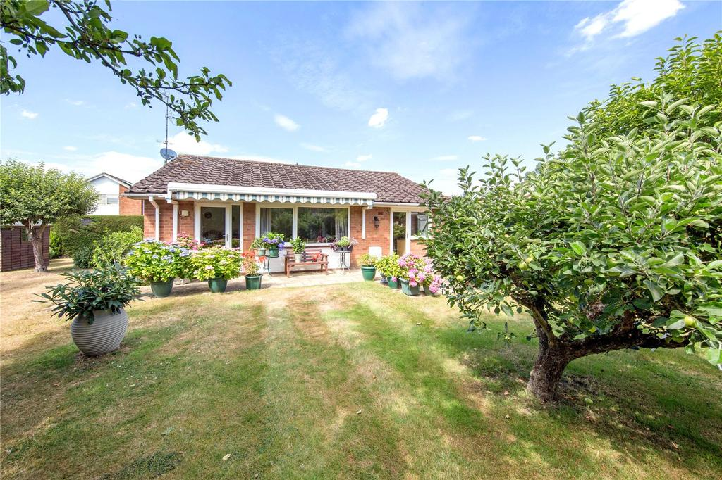 3 Bedrooms Detached Bungalow for sale in Heathfield Close, Binfield Heath, Henley-on-Thames, Oxfordshire, RG9