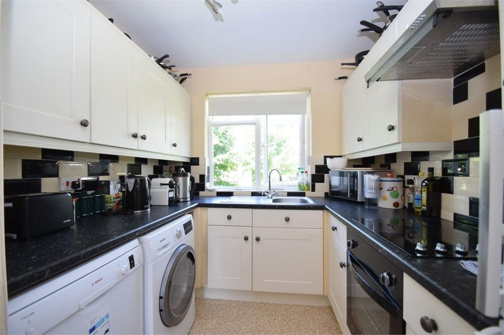 3 Bedrooms Flat for sale in Michel Grove, Upperton, East Sussex