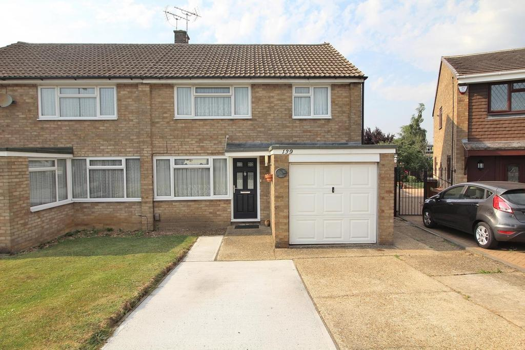 3 Bedrooms Semi Detached House for sale in Linnet Drive, Chelmsford, Essex, CM2