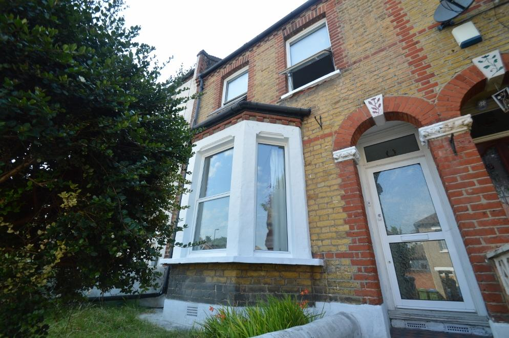 3 Bedrooms Terraced House for sale in Riverdale Road, Plumstead, London SE18