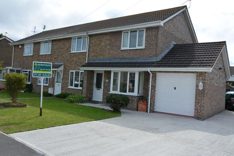 4 Bedrooms End Of Terrace House for sale in Meadow Close, Highbridge