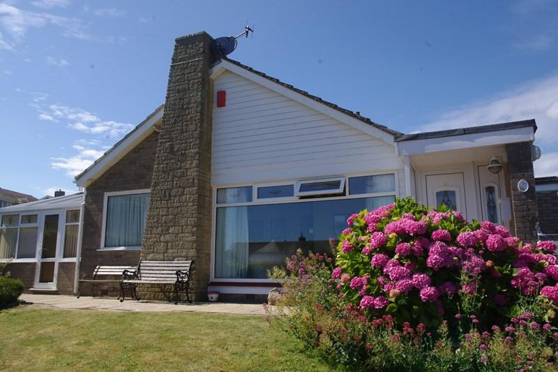 3 Bedrooms Detached Bungalow for sale in West Walk, West Bay, Bridport