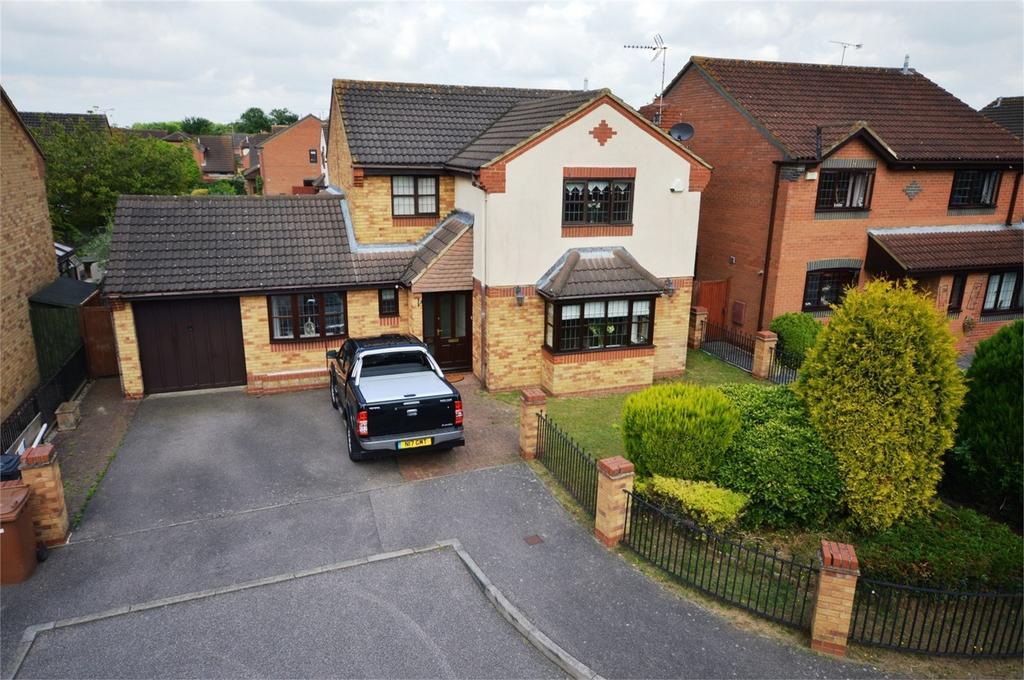 4 Bedrooms Detached House for sale in 10 Blair Close, Bishops Park, Bishop's Stortford