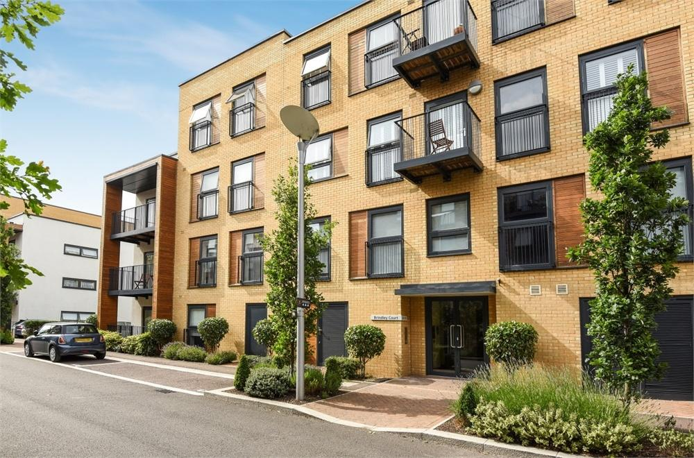 2 Bedrooms Flat for sale in Brindley Court, Letchworth Road, Stanmore, Greater London