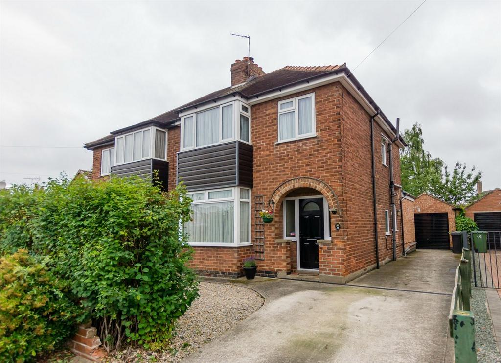 3 Bedrooms Semi Detached House for sale in Eastfield Avenue, Haxby, York