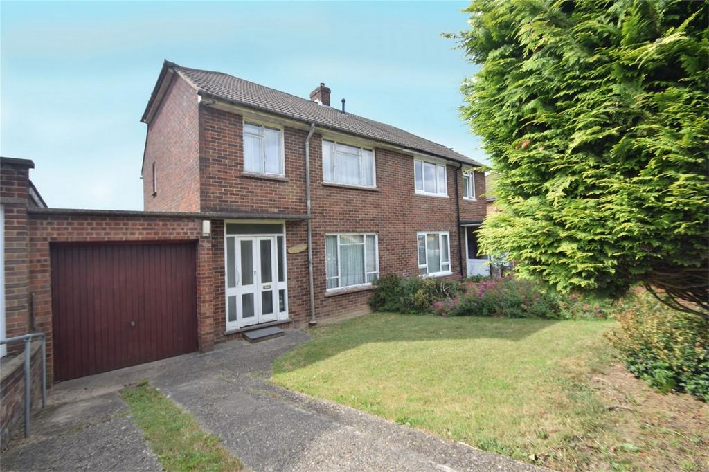 3 Bedrooms Semi Detached House for sale in Snodhurst Avenue, Walderslade, Kent