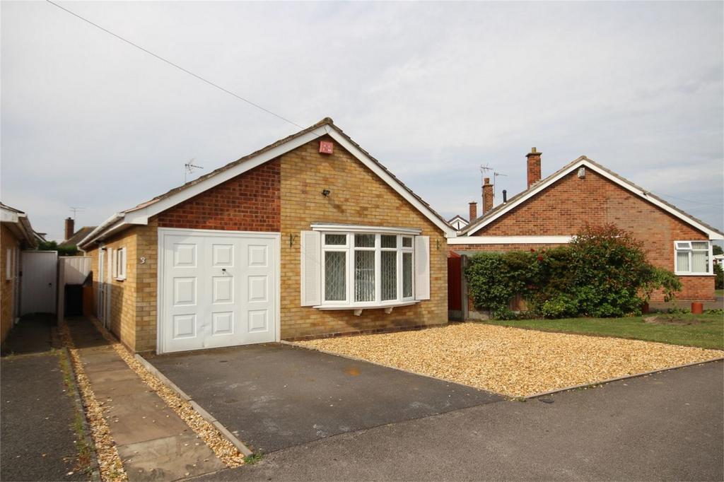 2 Bedrooms Detached Bungalow for sale in Grasmere Crescent, St Nicolas Park, NUNEATON, Warwickshire
