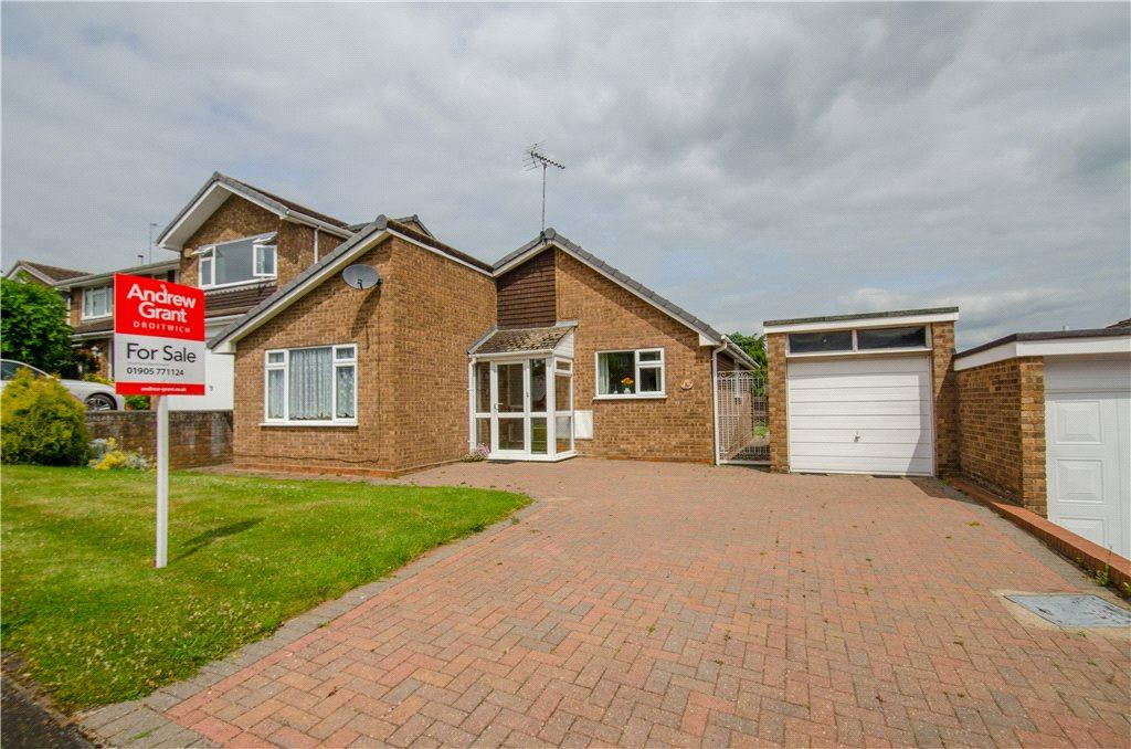 3 Bedrooms Detached Bungalow for sale in Berrill Close, Droitwich, Worcestershire, WR9