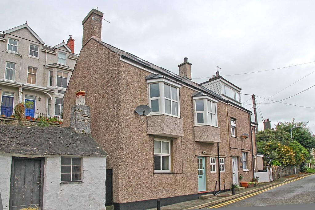 2 Bedrooms Semi Detached House for sale in Cambria Road, Menai Bridge, North Wales