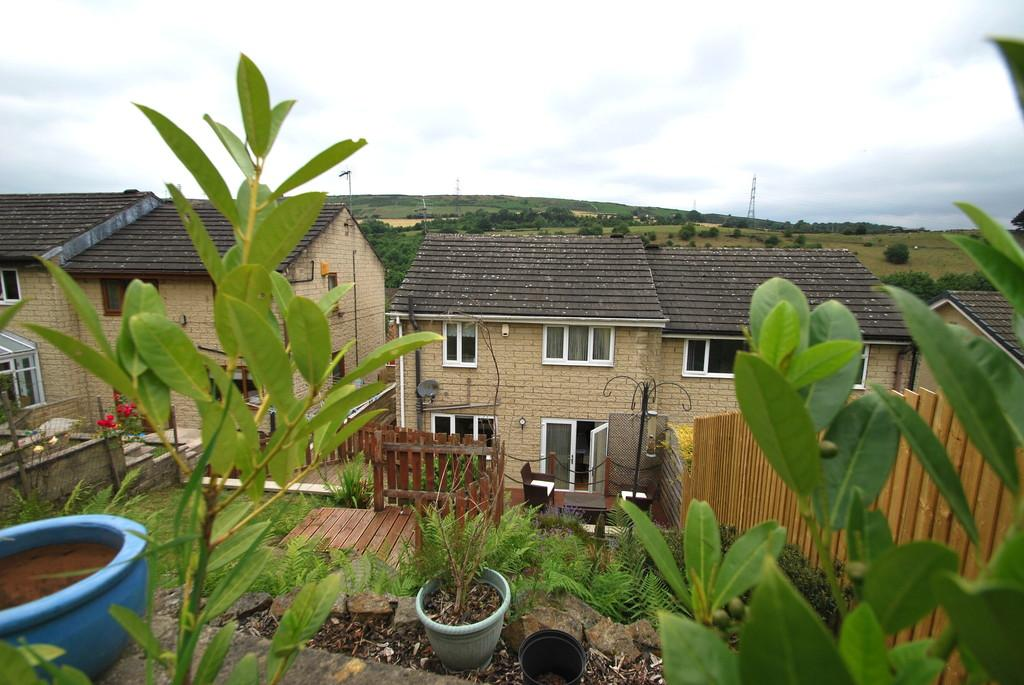 3 Bedrooms Semi Detached House for sale in Haywood Lane, Deepcar, Sheffield, S36 2QF