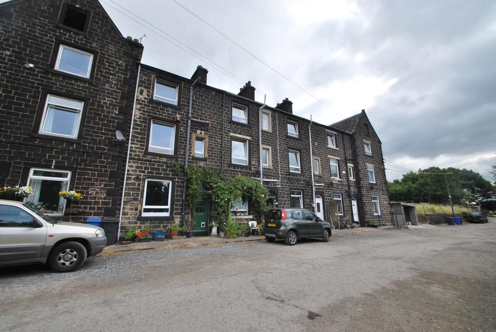 3 Bedrooms Terraced House for sale in Hunshelf Park Stocksbridge Sheffield