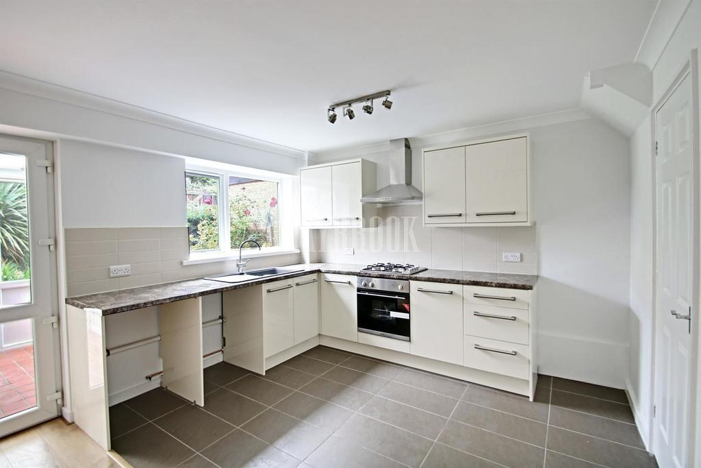 3 Bedrooms Terraced House for sale in Streetfields, Halfway