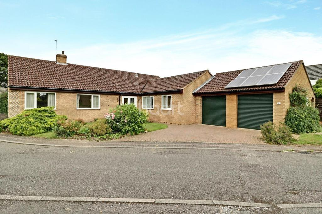4 Bedrooms Bungalow for sale in Northfield, Fulbourn, Cambridge