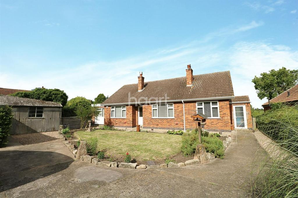 3 Bedrooms Bungalow for sale in Crab Lane, North Muskham