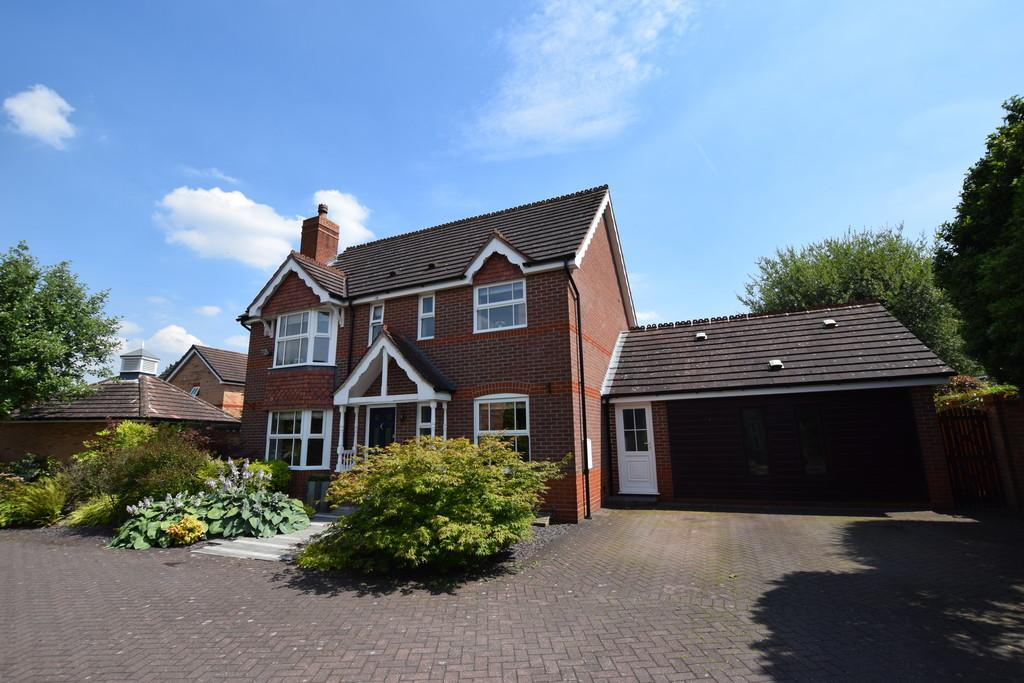 4 Bedrooms Detached House for sale in Cransley Grove, Solihull