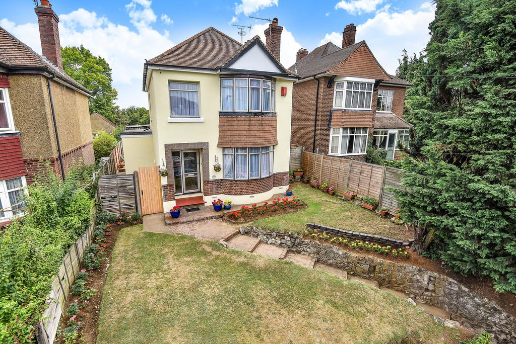 3 Bedrooms Detached House for sale in Loose Road, Maidstone