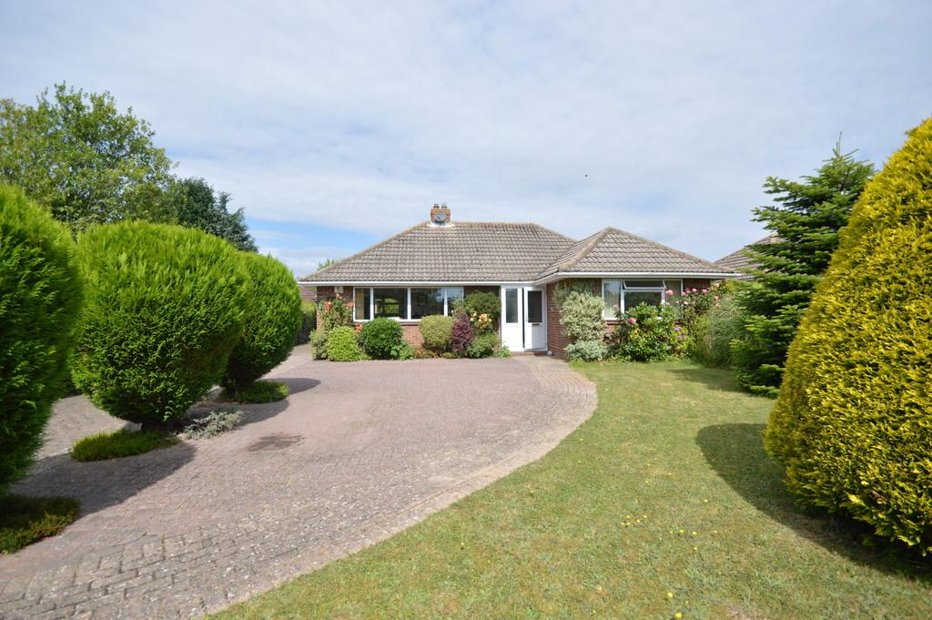 2 Bedrooms Detached Bungalow for sale in Dawkins Way, New Milton
